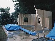 壁を工事中