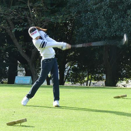 女子 プロ ゴルフ スイング