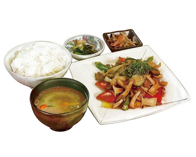 信州きのこと夏野菜のやみつきカレー炒め定食
